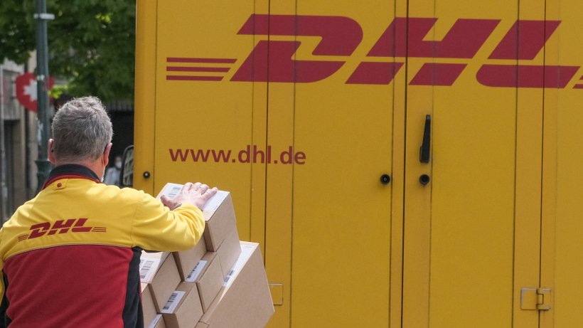 DHL: Is the package damaged?  You have to pay attention to that