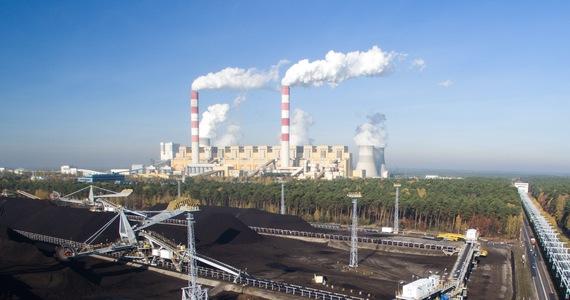 """Polska Grupa Energetyczna podała daty wyłączenia bloków energetycznych Elektrowni Bełchatów i zakończenia wydobywania węgla brunatnego. W planie """"sprawiedliwej transformacji Zagłębia Bełchatowskiego"""" zapisano, że ostatni blok ma zostać wyłączony w 2036 roku, a zakończenie eksploatacji złóż - w 2038 roku."""