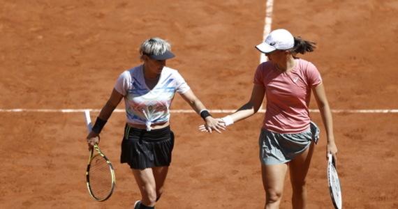 Iga Świątek bez drugiego wielkoszlemowego tytułu: w finale debla French Open 20-letnia Polka i starsza o 16 lat Amerykanka Bethanie Mattek-Sands przegrały z Czeszkami Barborą Krejcikovą i Kateriną Siniakovą.