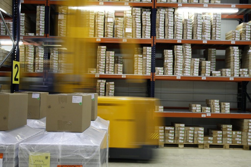 How is the parcel shipped quickly and cheaply?  - Melek |  korso.pl |  city gate