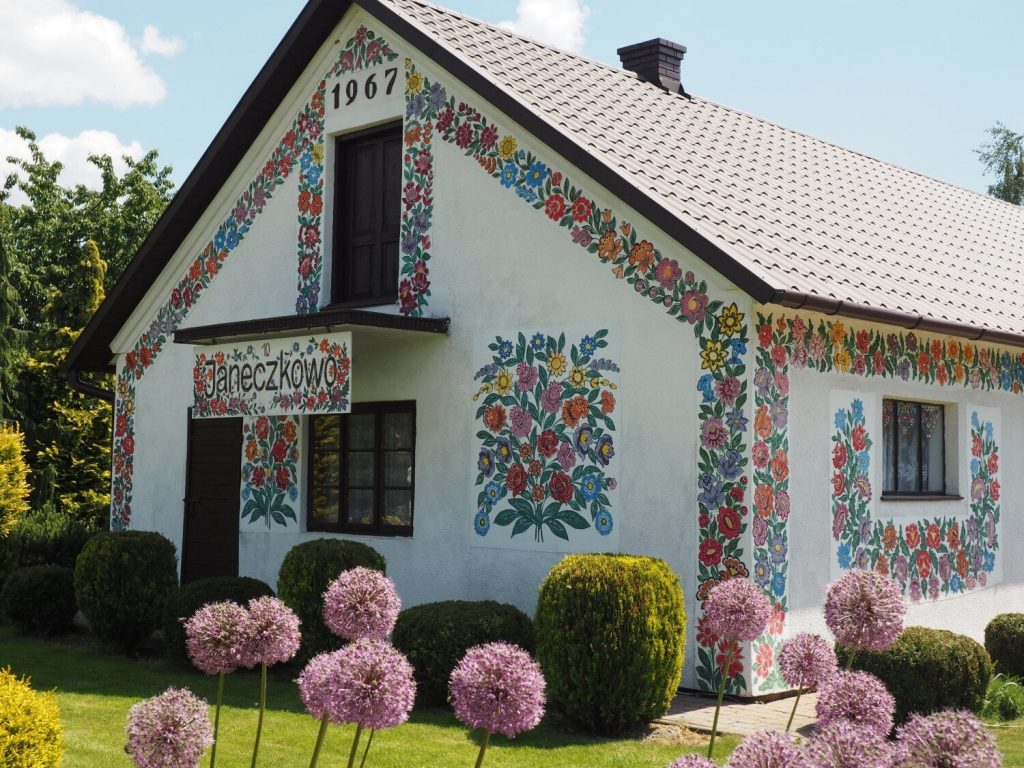 """Jalipi.  The painted village near Torno is even more beautiful!  Updated paintings and new decorations were determined in the """"Painted Cottage"""" competition [ZDJĘCIA]"""