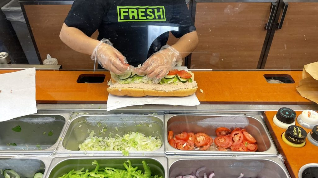Subway scam?  No tuna DNA in a tuna sandwich - Overseas News