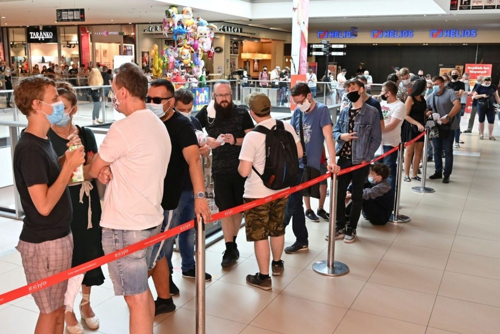 The first Xiaomi store in the region has already opened in the Galeria Echo in Kielce.  Some people waited in a huge queue for several hours (photos)