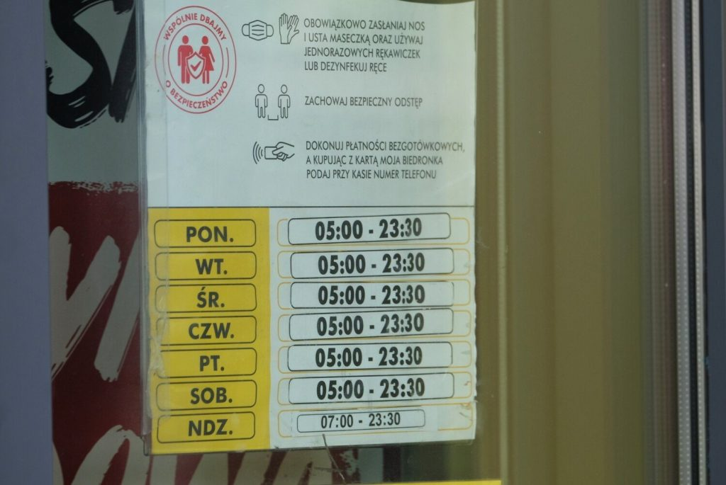 Pedronica in Ursus is open on Sundays.  The company established cooperation with Poczta Polska.  There you can receive your parcel and do the shopping