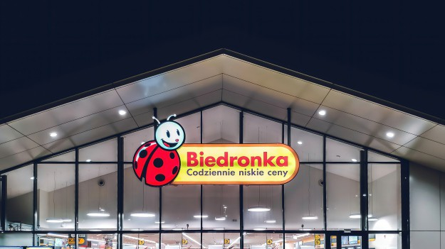 Biedronka is open on non-commercial Sundays?  Stores cooperate with Poczt Polska :: Magazyn :: RMF FM