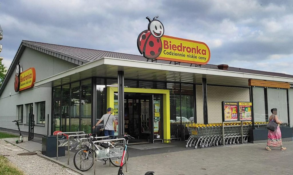 These Biedronki in Warsaw are open every Sunday!  Shops all over the city [GALERIA]