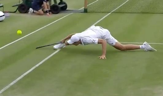 Harrocks interrupted the match during a murderous fight.  The wonderful act of a pole [WIDEO] Tennis