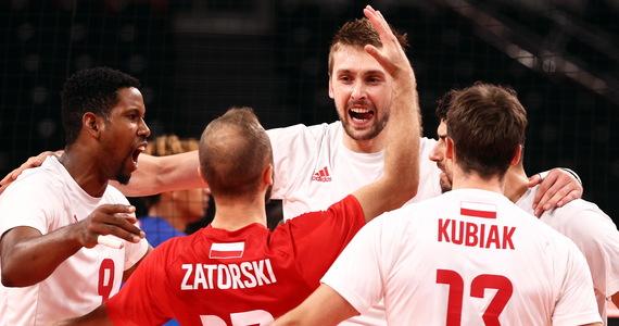 Polska reprezentacja siatkarzy gra z Francją w ćwierćfinale turnieju olimpijskiego w Tokio. Jeżeli wygra, w półfinale zmierzy się z Argentyną. Francuzi wygrali drugi set, mamy remis.