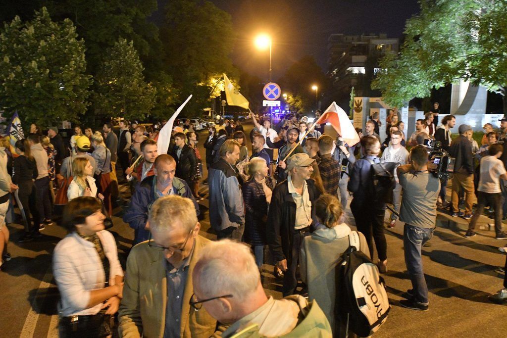 A protest pause in front of the House of Representatives.  People gathered in front of the House of Representatives after the adoption of Lex TVN - Super Express