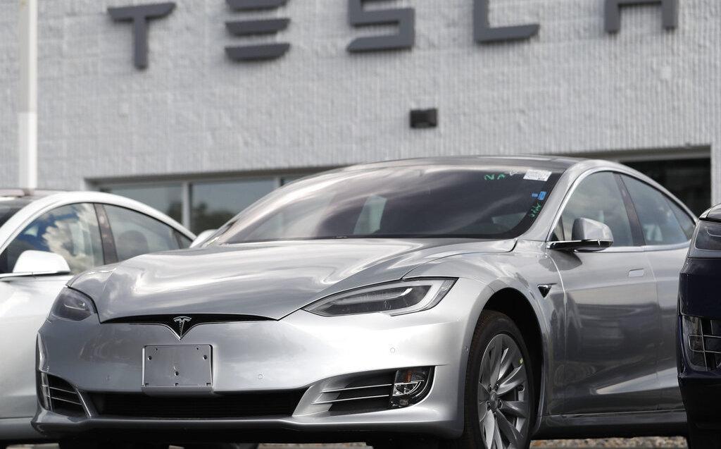 El gobierno de EU abrió una investigación formal sobre el sistema parcialmente Autopiloto de Tesla. (AP)