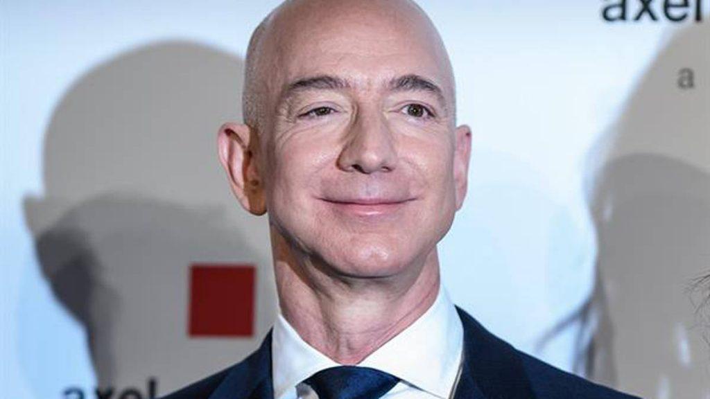 Jeff Bezos sues NASA over a contract to build a lunar probe