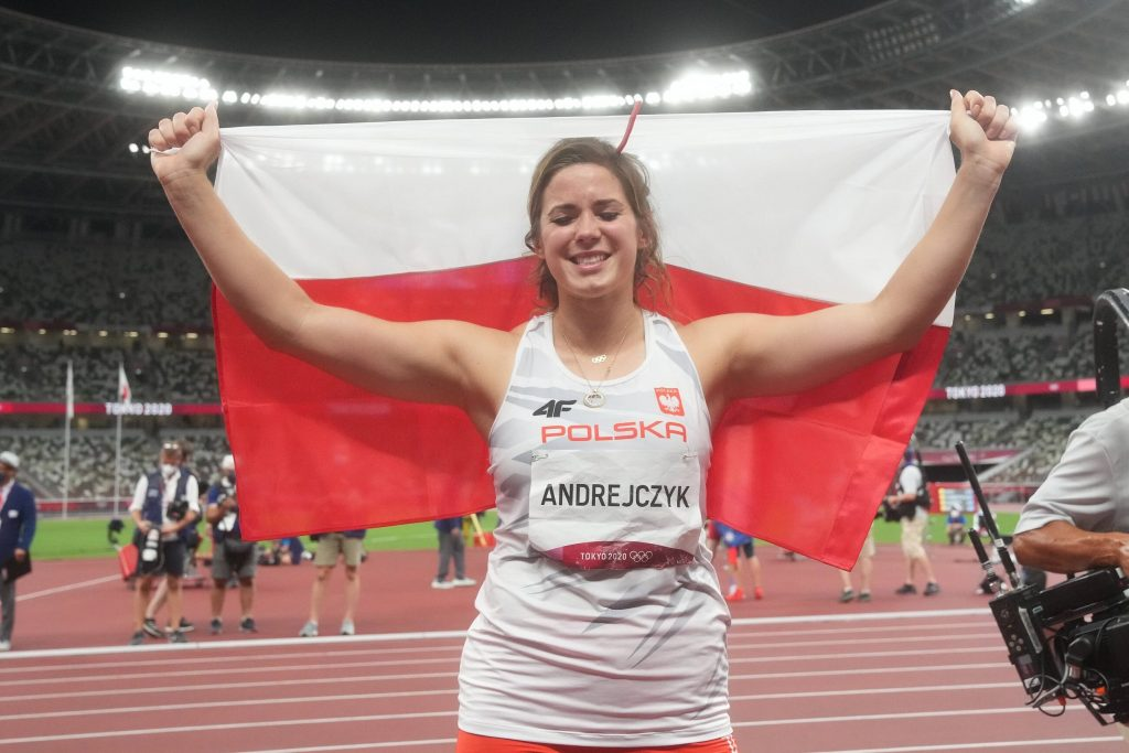 Tokyo 2020. How many medals are there for the Poles?  The best Olympic Games for white and red over the years.  List of winners