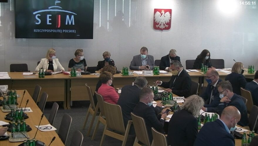 """Warm up the committee meeting.  A protest by rejecting """"Lex TVN"""""""