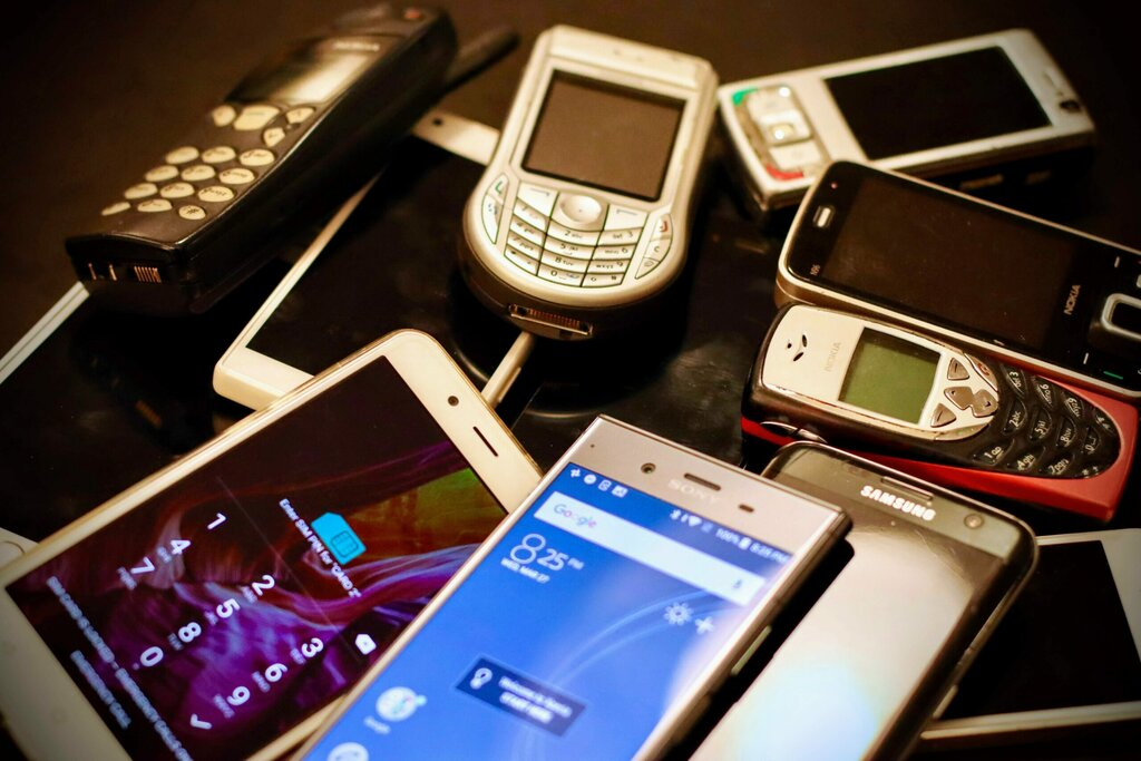 Nokia 3310 Firm vs... Human Stomach?!