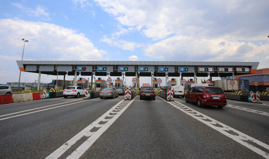 No more viaTOLL at the A4 and A2 motorway gates.  As of October 1, the applicable system is e-TOLL.  What will change?