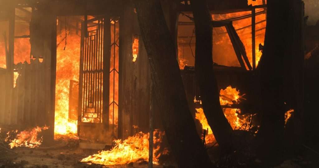 A huge fire broke out in Neya Magri in the Attica area of Greece.  The eviction was ordered
