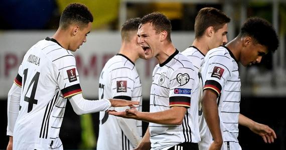 Piłkarze Niemiec, czterokrotni mistrzowie świata, jako pierwsi awansowali z kwalifikacji do przyszłorocznego mundialu w Katarze. Będzie to ich 20. występ w turnieju finałowym. Udział w nim zapewnili sobie wygrywając w Skopje z Macedonią Północną 4:0.