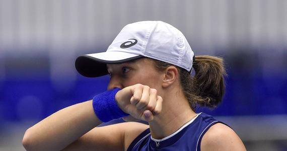 Iga Świątek przegrała z Łotyszką Jeleną Ostapenko 4:6, 3:6 w 1/8 finału prestiżowego turnieju tenisowego WTA w Indian Wells. Polce nie udał się rewanż za porażkę w ich jedynym wcześniejszym pojedynku w 2019 roku w Birmingham.
