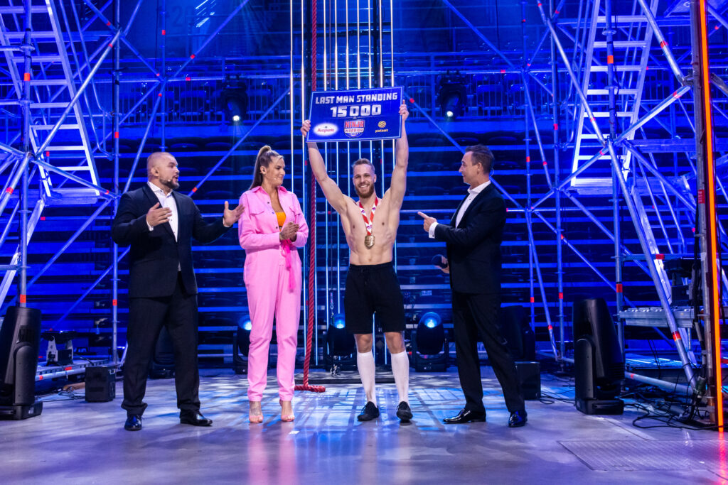 """Igor Phojik with the title of the last man to stand in the fourth installment of """"Ninja Warrior Polska"""""""